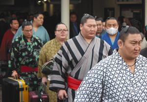 伊勢市に力士続々、ファンわくわく 2日「神宮奉納大相撲」
