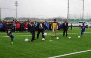 子どもたちと関係者完成祝う 前橋フットボールセンター