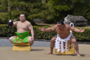 大相撲、神宮に奉納 春巡業、伊勢で幕開け