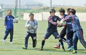 J2岡山 コーチ陣が子ども指導学ぶ 自主性高める練習法体験