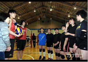 バレー Vリーグの技、中高生に指南 平塚の高校で