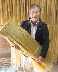 大相撲 稀勢の里の純白の綱 鹿沼の農家が精麻を提供