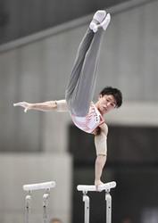 千葉が予選首位、内村は4位 体操全日本選手権