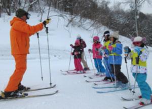 スキー指導45年教え子5000人 80歳、悪七さん