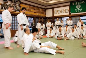 フランスの柔道家40名、秋山兄弟武道場で稽古・愛媛