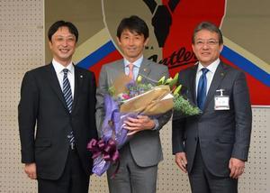 石井監督に栄誉賞 J1鹿島準Vたたえ、サッカークラブW杯