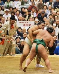 高安登場に大歓声 大相撲春巡業・常陸大宮