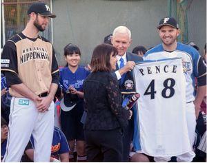 野球 ペンス副大統領、世田谷で中学、高校生と交流