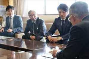 ホッケー 栃木の監督ら、日光市長を表敬訪問