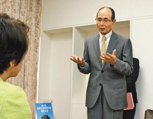 世界少年野球 横浜で8月開催 王さんが市役所訪れ抱負語る