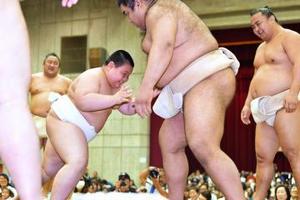 大相撲春巡業水戸場所 満員3500人、歓声や拍手