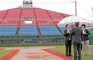 ソフトボール 女子日本代表監督、弘前の球場視察 6月国際大会