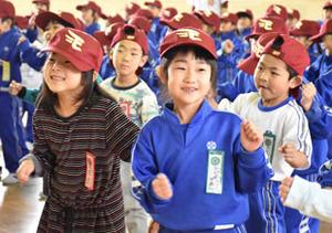楽天 野球帽、選手とおそろい 岩手県児童にプレゼント