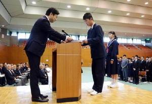 佐賀県強化拠点校に指定証 知事激励「佐賀国体で天皇杯を」