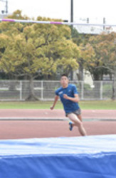 男子走り高跳びの衛藤選手 日本新視野に世界陸上へ