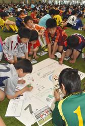 サッカー少年700人、差別・暴力にNO 富山市で誓い
