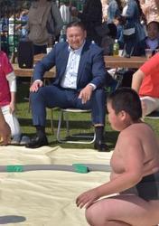 大相撲 こども天国に大島親方が来場 取手緑地運動公園
