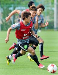 J1浦和、2トップ下に駒井の布陣試す 4日に鹿島戦