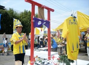 J3栃木 試合会場に「必翔神社」 後援会が鳥居手作り