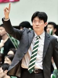 バスケB2西宮 1部昇格を決めたコーチ、天日謙作さん