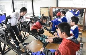 五輪経験者の技学ぶ 諏訪湖レガッタでボート教室