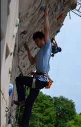 五輪へ高き壁登る クライミング競技会