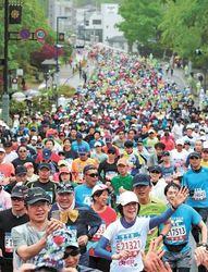 仙台ハーフマラソン 緑濃く、雨の杜駆ける