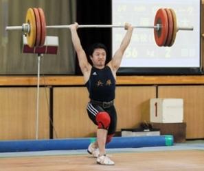 原貫禄V4、教え子と練習 重量挙げ兵庫県選手権