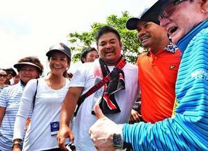 宮里Vに家族の絆、藍も祝福「まだ勝てる」 日本プロゴルフ