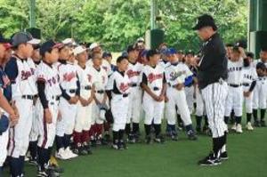 阪神選手、児童に指導 上富田で野球教室