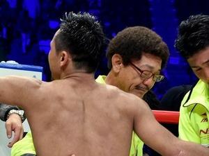 具志堅さん、涙の抱擁 ボクシングジム開設22年で夢実る
