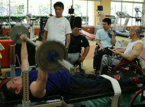 目指せ、世界一 障害者のパワーリフティング代表強化合宿