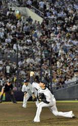 西武 敷島球場に歓声 日本ハム戦に1万6470人