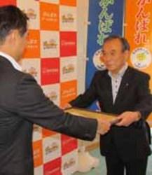 ゴルフ スポーツ振興、県体協に700万円 山口県ゴルフ協に感謝状
