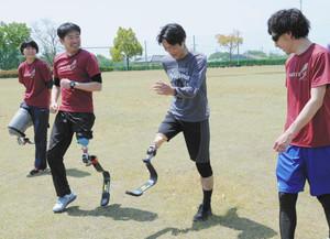 スポーツ用義足試して 小牧の団体、毎月体験会
