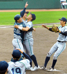 京学園大、2季連続15度目の優勝 京滋大学野球