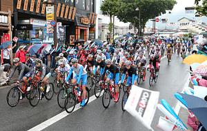 疾風、雨の飯田に熱気 自転車TOJ南信州ステージ