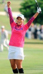 宮里藍の輝く功績 プレーと笑顔で女子プロゴルフの顔に