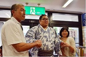 錦木関、十両優勝 家族祝福「感無量、上目指せ」