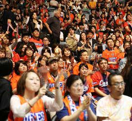 バスケB2広島の健闘に400人が声援