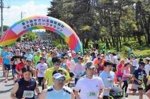 1600人が野菜畑を快走 昭和・河岸段丘マラソン