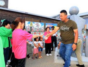 阿南合宿の中国野球チーム到着 住民、お接待で歓迎
