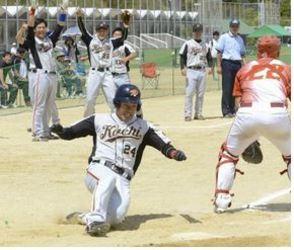 ソフトボール西日本 高知PW連勝、2位浮上