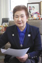 東京五輪パラ<1964年からの手紙>体操女子の小野清子さん 「母」と「選手」両立の先駆け