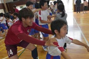 J1鹿島 児童と交流 ホームタウン訪問 鉾田でスタート