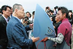 東京五輪パラ サーフィン会場 千葉の釣ケ崎海岸を視察