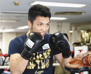 ボクシング 村田が現役続行 「皆さんにベルト届けたい」