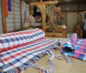 アシックスシューズに裂き織り採用 盛岡の伝統技術