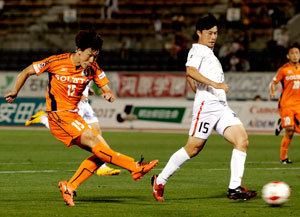 J2愛媛FC、後半2点 岐阜に走り勝つ