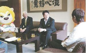 バスケBリーグ 仙台「1年で1部に戻りたい」 仙台市長を訪問